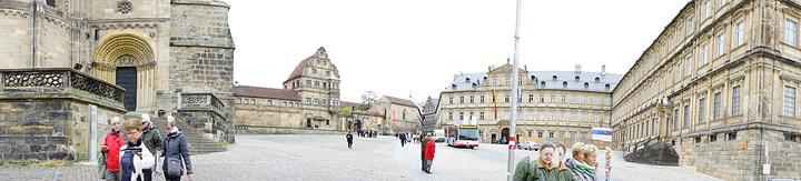 """""""不过, 新皇宫后的花园— — 玫瑰园 (Rosengarten)是更美妙的地方,这里不仅是一个..._大教堂""""的评论图片"""