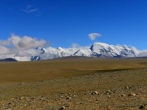 卓木拉日雪山旅游景点图片