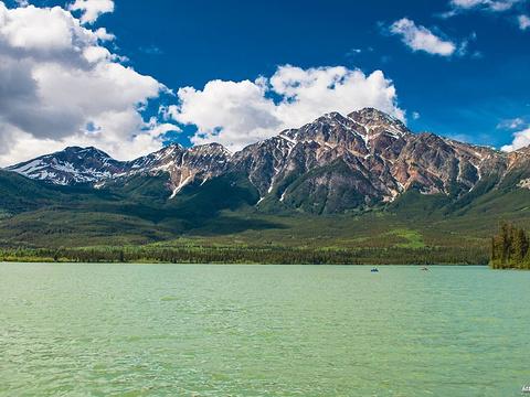 金字塔湖旅游景点图片