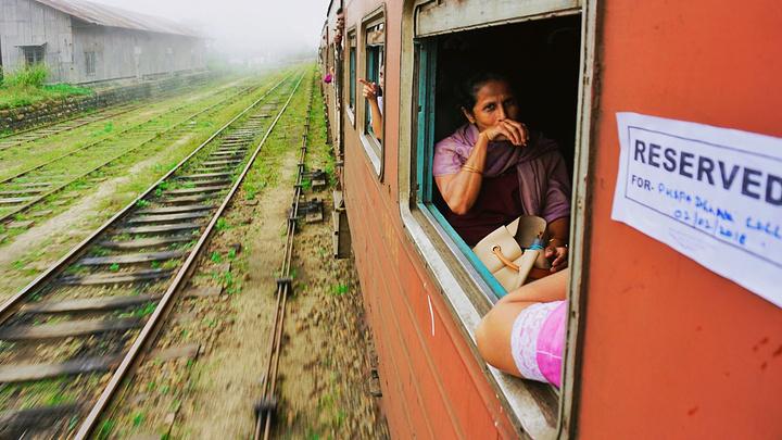 """""""我超喜欢这两张照片!👇🏻几乎是挂在..._茶园火车""""的评论图片"""