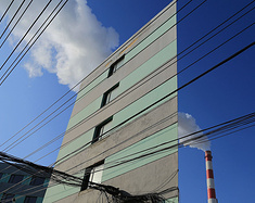 """盘点国内奇葩的""""纸片楼""""—— 强风一来,这些建筑真的不会被吹倒吗?"""