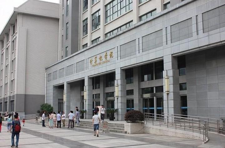 """""""...去武汉的时候已经临近5月,看不到太经典的樱花胜景啦,只好在武大内多走走转转,感受这里的人文气息_武汉大学""""的评论图片"""