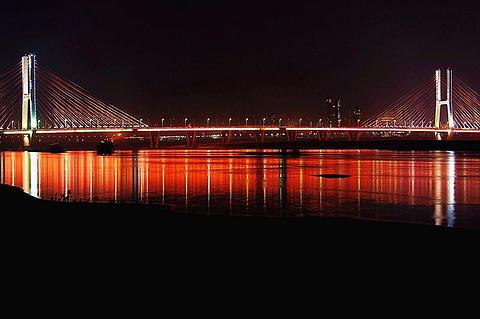 新八一大桥旅游景点攻略图