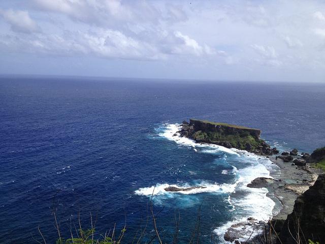 """""""禁断崖远远看去景色很美。禁断岛位于东南海岸的一个小岛,听说是鸟类的禁猎区和海龟的繁殖地方_禁断岛""""的评论图片"""