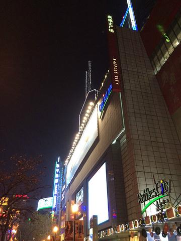 """""""感觉周一到周日每天都特别热闹,化妆品,香水,阿迪三叶草等等品牌都有,活动也经常做对了,一定要..._上海来福士广场""""的评论图片"""