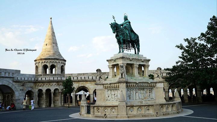 """""""从渔人堡下来,看到了一个饭店,不知道怎的画风就联想起了布达佩斯大饭店。此处来张自拍_渔人堡""""的评论图片"""