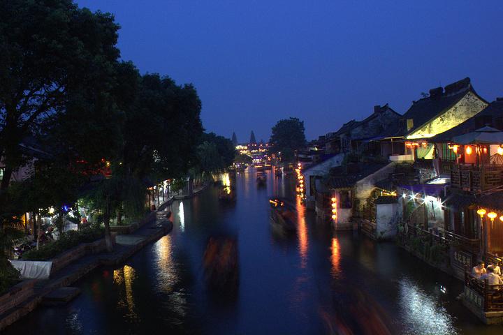 """""""夜晚乘游船游西塘也是不错的选择,看看夜景,体验一下江南水乡的感觉_烧香港""""的评论图片"""