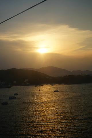 """""""可惜的是,越南的空气似乎不够洁净,天气很好也看不到白云,难道他们也有雾霾的困扰?蓝与白,最经典的搭配_竹岛""""的评论图片"""