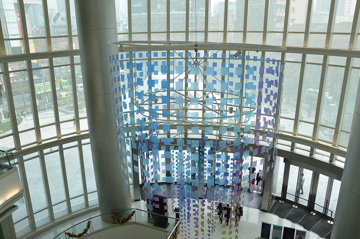 """""""恒隆广场作为上海的标志性商场之一,集购物餐饮休闲于一体,非常适合节假日过来游玩逛街,强烈推荐一下_上海恒隆广场""""的评论图片"""