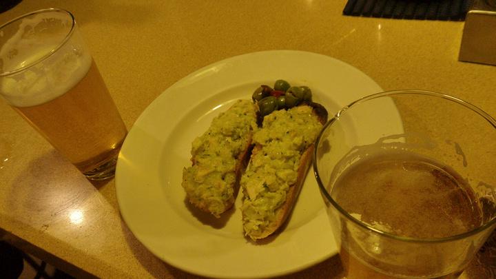 """""""这里赠送的Tapas通常是两片吐司抹上厚厚的好吃的料再配几颗橄榄_Saint Germain""""的评论图片"""