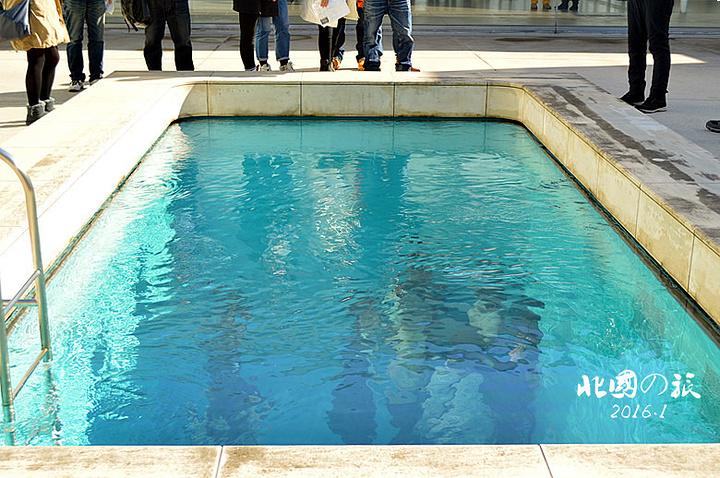 """""""将现实世界与水底世界分离, 如真泳池一般_金泽21世纪美术馆""""的评论图片"""