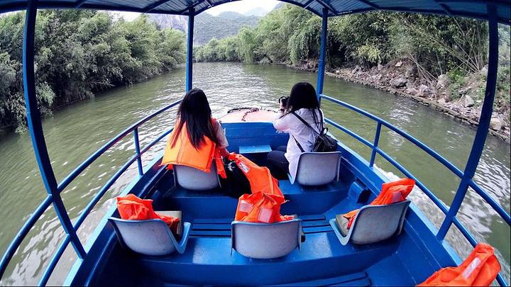 """""""...处还有几公里的路程,可以选择徒步,也可以选择乘船游览通漩河,一张门票可以坐这么多次船,特别实惠_漩塘景区""""的评论图片"""