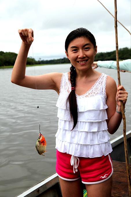 钓食人鱼图片