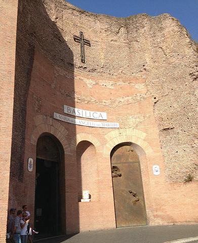 """""""古罗马斗兽场是罗马标志性景点,离着不到五百米。也算是罗马之行,必须打卡的一个景点吧_图拉真广场""""的评论图片"""