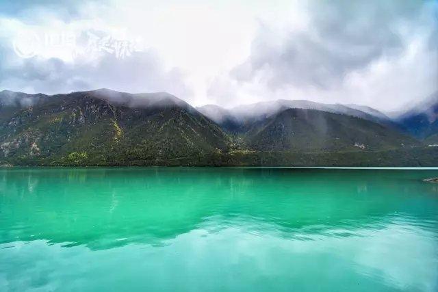 巴松措圣湖图片