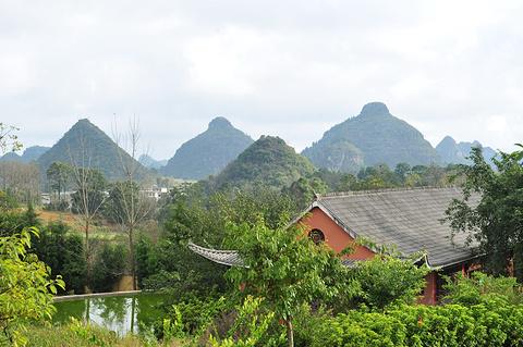 双乳峰景区