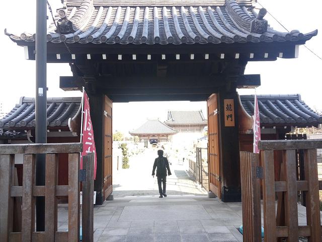 """""""和国内很多建筑宏伟的寺庙相比,日本的寺庙只能说是比较寒酸的。如果大家旅行时间紧张,就不推荐来这里。_四天王寺""""的评论图片"""