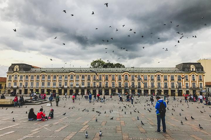 """""""终于波哥大的主要广场不叫武器广场了,而是..._玻利瓦尔广场""""的评论图片"""