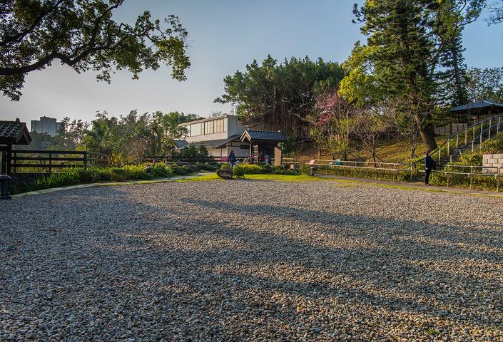 """""""游览其中恍若来到了日本。一滴水纪念馆是典型的日式庭院建筑。技术水准登峰造极。纪念馆内的工艺展示区_一滴水纪念馆""""的评论图片"""