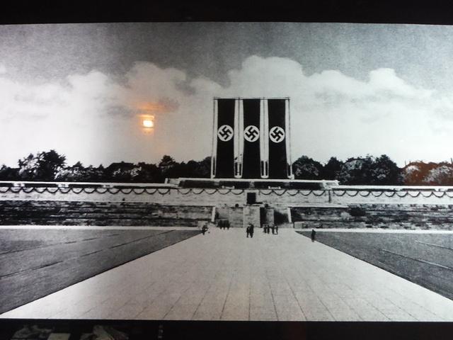 """""""博物館內有許多的歷史文物、照片及圖片,非常值得參觀_纳粹集结地档案中心""""的评论图片"""