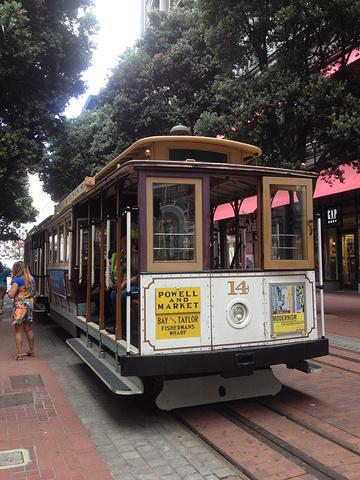 """""""旧金山著名的叮叮电车,单程票6刀,一日卡15刀,可以不限次乘坐电车和巴士_联合广场""""的评论图片"""