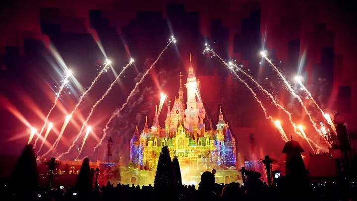 """""""爱丽丝梦游仙境迷宫:以爱丽丝梦游仙境为主题设计的迷宫,其实就是一个拍照的地方。_上海迪士尼度假区""""的评论图片"""