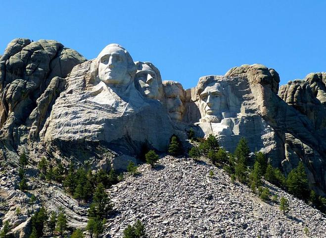 """""""拉什莫尔国家纪念公园距疯马巨石仅30公里,同属南达科他州黑山地区_拉什莫尔山国家纪念公园""""的评论图片"""