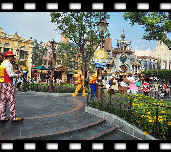 被分成了两半的迪士尼之旅图片