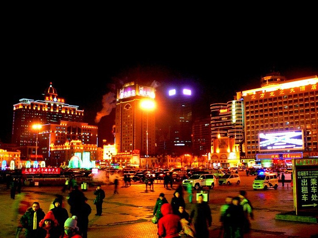 """""""而哈尔滨站自1899年建立以来已经多次扩建改建,百岁高龄的哈尔滨站在国内是我见过最老的火车站。_哈尔滨站""""的评论图片"""