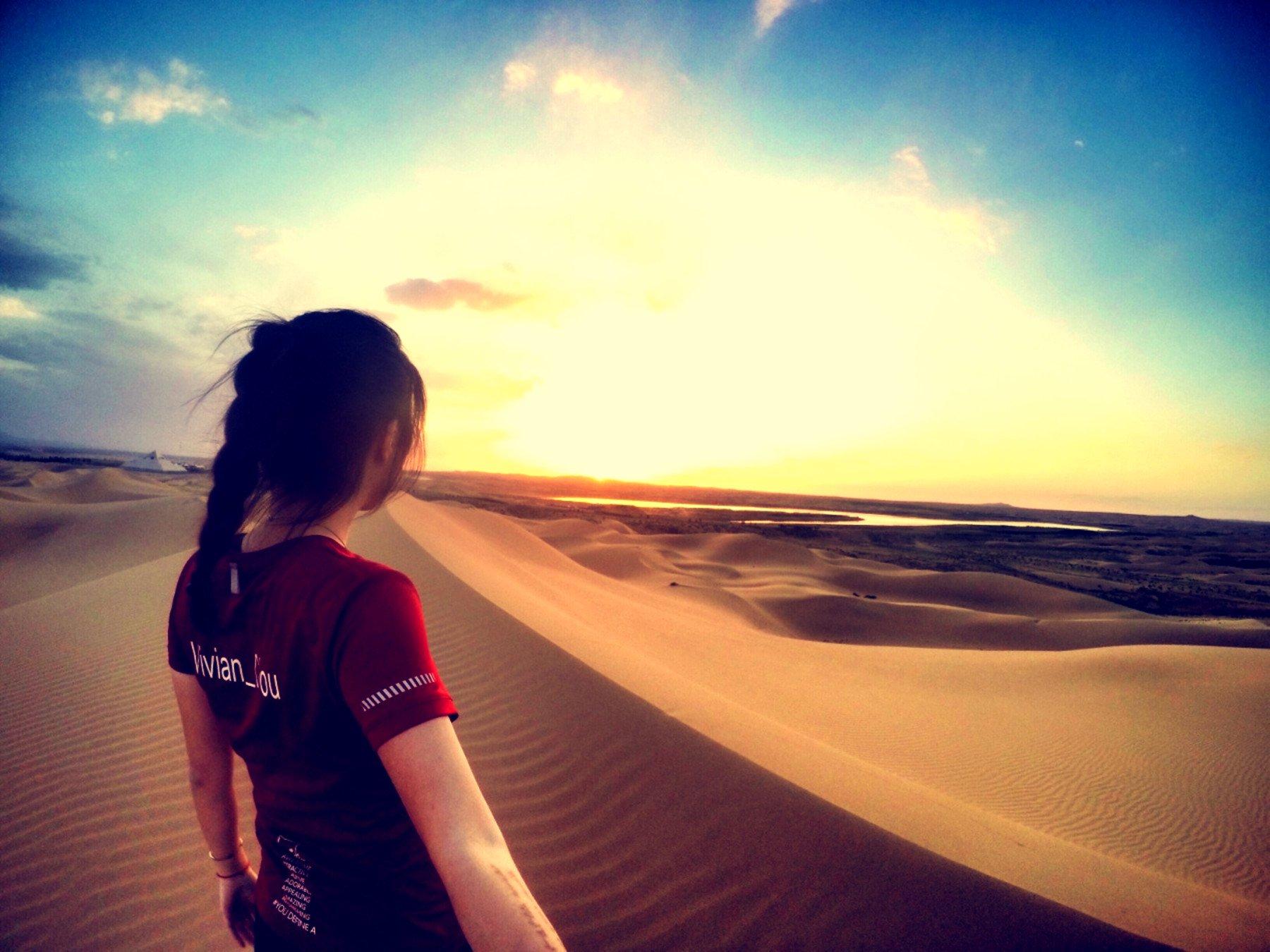 跑到沙漠看海 一半海水一半火焰