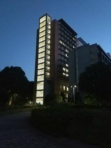"""""""来东京大学是有点晚了作为日本最高学术殿堂和帝国大学之首东大在日本的地位相当于北大清华_东京帝国大学""""的评论图片"""