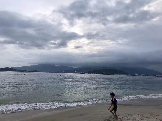 """""""...,要特别注意风浪,即使海水不深,在可以控制的范围,人也有可能会被海浪带走,不要小看大自然的力量_芽庄海滩""""的评论图片"""
