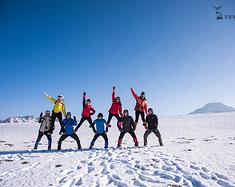 这个脱单圣地 我们专门跑来叠罗汉和做雪上瑜伽