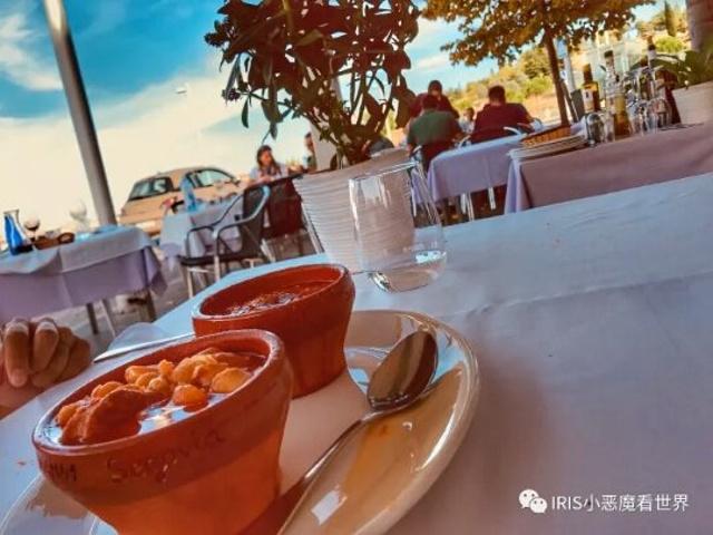"""""""不愧是旅游胜地,午饭时间大大小小的餐厅都人满为患。我觉得整个人都快凝固了,自己去体会吧_塞哥维亚""""的评论图片"""