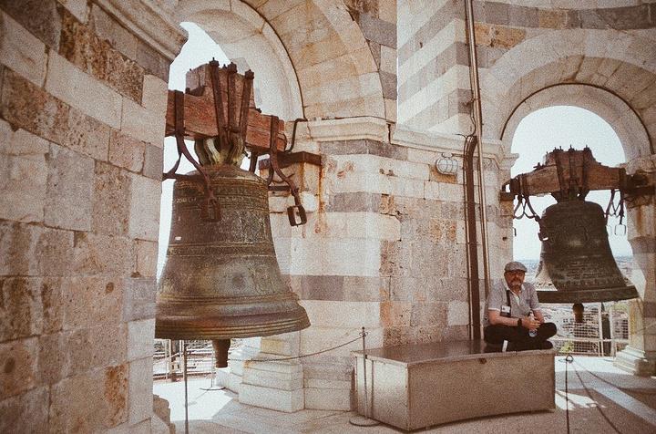 """""""...每天、每次都要控制上塔的人数,因此游客需要一批一批上塔参观~同时也能保证游客的安全与参观的水准_比萨斜塔""""的评论图片"""