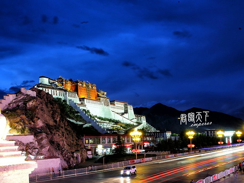 布达拉宫药王山观景台旅游景点图片