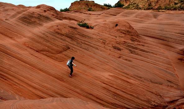 崖巅地缝探奇观,黄土高坡访祖源——西北自驾游记