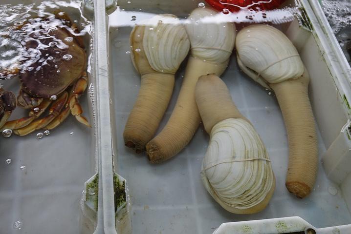 """""""今天上午和爸妈逛了清澜菜场和环球码头,终于吃到新鲜海鲜了!30块钱的小蟹,异常凶猛,量大到可以炒两盘_环球码头""""的评论图片"""