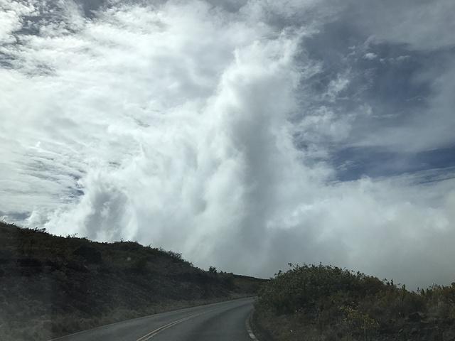 """""""...雷 阿卡 拉国家公园,门票25刀一辆车,七天内可多次进出,特别提醒,山上很冷……一定要带厚衣服_哈雷阿卡拉国家公园""""的评论图片"""