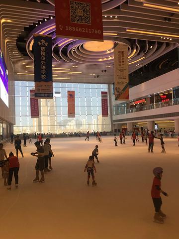 """""""作为华润旗下开发的高品质购物中心,万象城入驻了诸多顶级奢侈品牌,同时集购物、美食、娱乐、休闲于..._青岛万象城""""的评论图片"""