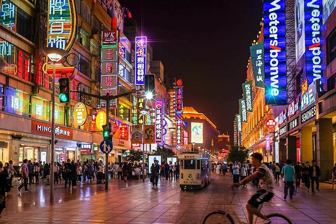 南京东路 步行街 摆渡车图片