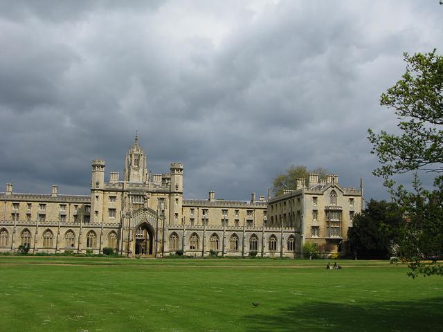 剑桥大学圣约翰学院_2019学生们因担心考试的成绩而发出感叹之声,桥的一边是剑桥圣 ...