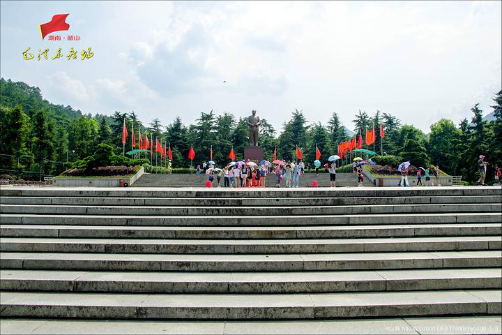 """""""休闲空间区域主要定位于游客休闲与参观铜像前瞻仰气氛的营造,在中轴线上布置有景观大道和诗刻石景_毛泽东铜像""""的评论图片"""