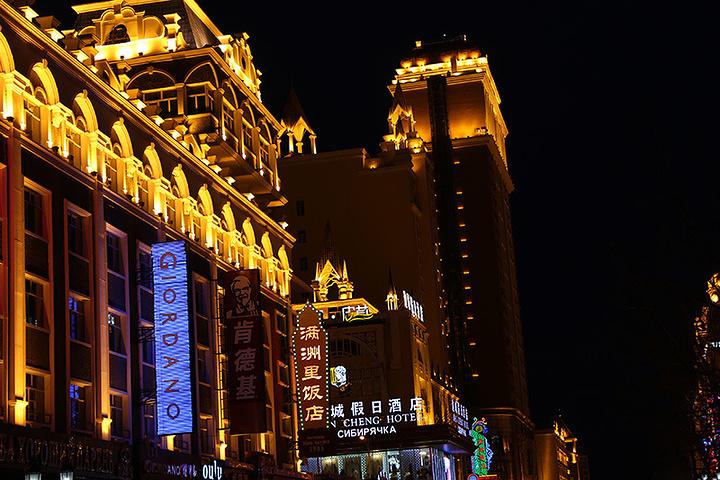 呼和浩特市夜景图片_2021有点北京王府井步行街的影子,但是相对来说不够繁华,晚上 ...
