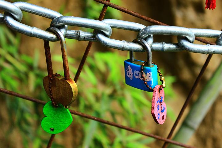 """""""【亮点推荐】爱情主题公园,情侣去了挂个锁,写个祈福的牌子是肯定的,单身的也可以去看看有需要征婚的牌子_曲江寒窑遗址公园""""的评论图片"""