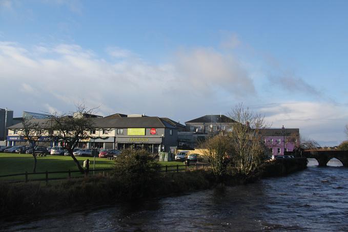 河边Trim小镇图片