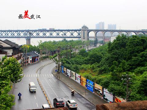 武汉长江大桥旅游景点图片