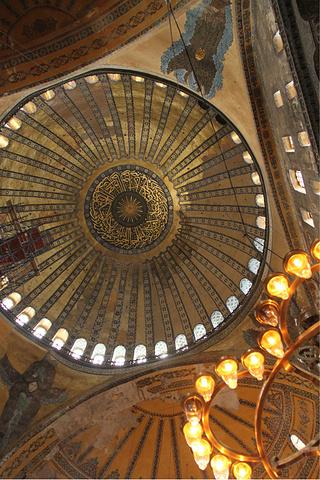 柱子上的雕花就像蕾丝一样 教堂里的灯很惹眼 圣索菲亚大教堂评论