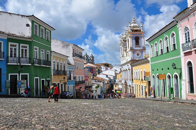 色彩缤纷的小巷图片