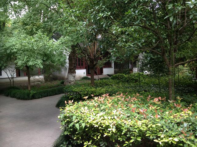 """""""...南的美景,然而一大会址的纪念碑和当年康熙皇帝赏雨的烟雨阁进入了同一个画面,又让人感叹时代的变迁_南湖景区""""的评论图片"""
